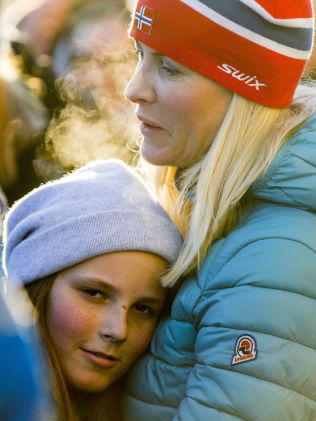 <p>ØMT: Prinsesse Ingrid Alexandra varmet seg i mammas, kronprinsesse Mette-Marits, armer under vinteraktivitetene .</p>