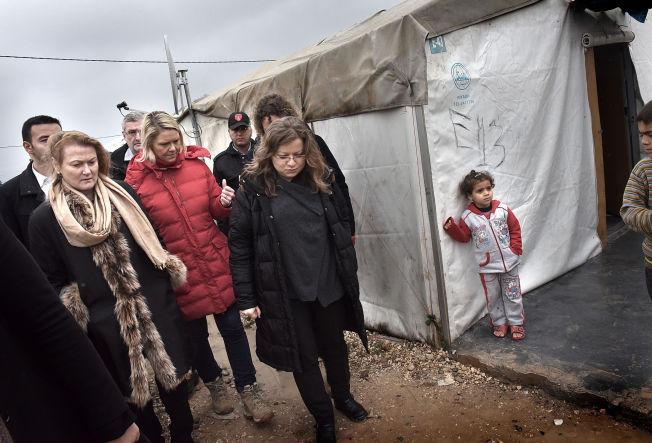 <p>BESØK I LEIREN: Innvandrings- og integreringsminister, Sylvi Listhaug og følget hennes tilbrakte flere timer i flyktningeleiren, Nizip1. En av de 25 flyktningeleirene som er etablert i ti tyrkiske byer. Foto: HARALD HENDEN, VG</p>