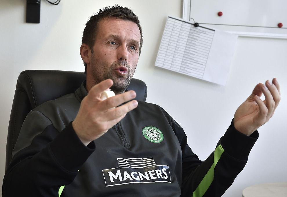 <p>SNAKKER OM SESONGEN: Ronny Deila er midt i sin andre sesong som manager for Celtic. Han håper på tre trofeer, men er naturlig nok skuffet over innsatsen og resultatene i Europa. Her er han på kontoret ved treningsanlegget, i fjor vår.</p>