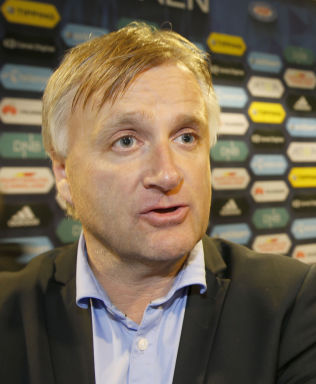 <p>STØTTER RIISE: AaFK-direktør Henrik Hoff.</p>