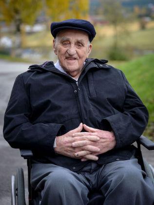 <p>HJELPEREN?: I dokumentarfilmen «Mannen fra Snåsa» hevder flere at Joralf Gjerstad, bedre kjent som «Snåsamannen», har hjulpet dem.<br/></p>