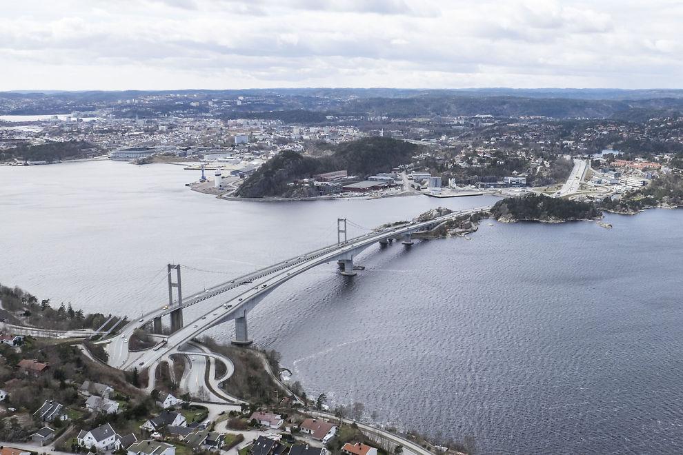 <p>HER ENDTE FERDEN: Etter en dramatisk manøver klarte bileier å stanse tyven her, ved Varoddbrua på E18 inn mot Kristiansand. Bildet er tatt ved en annen anledning.</p>