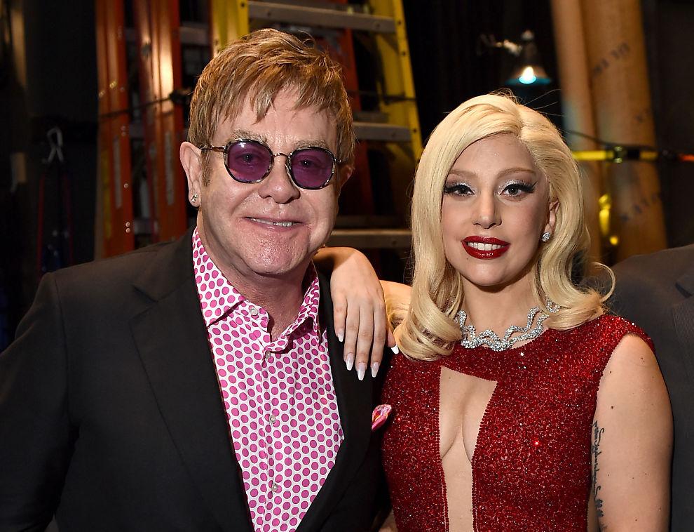 <p>SØT MUSIKK: Elton John og Lady Gaga, her sammen på teateret Geffen i Los Angeles i mars 2015.</p>