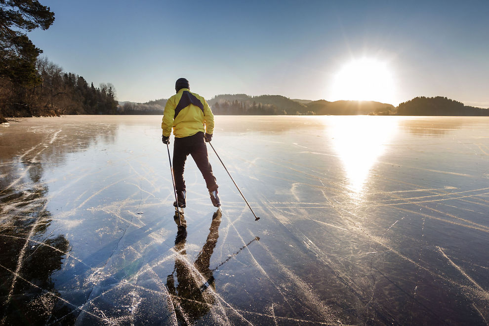 <p>BRRRR: En mann i Trondheim tok skøytene fatt på Jonsvatnet i forrige uke. Sprengkulden vil ifølge ekspertene fortsette utover uken.</p>