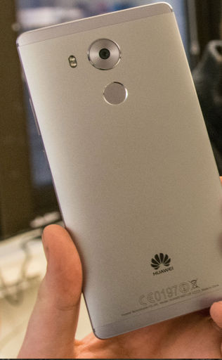 <p>Telefonen er bygget i aluminium og pen å se på.</p>