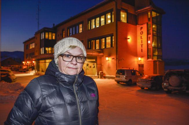 <p>FØLER SEG NEDVERDIGET: Merete Nordhus utenfor politihuset etter sin dramatiske opplevelse.<br/></p>