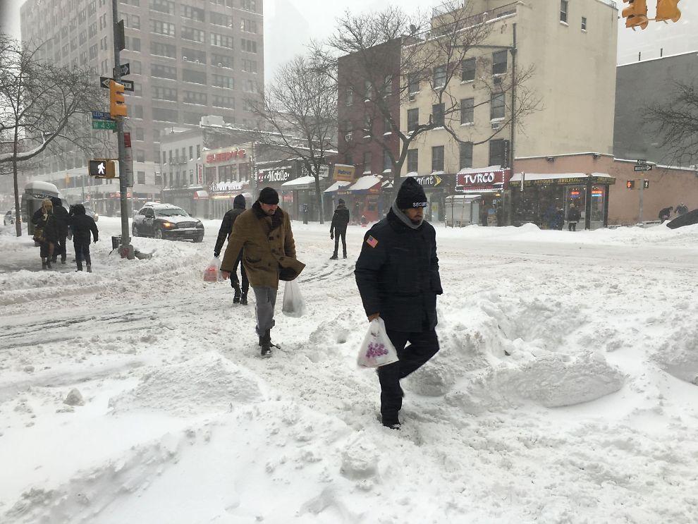 <p>UVANLIG SYN: Lørdag traff snøstormen «Jonas» New York. Det har ført til kaos på veiene og store snømengder.</p>