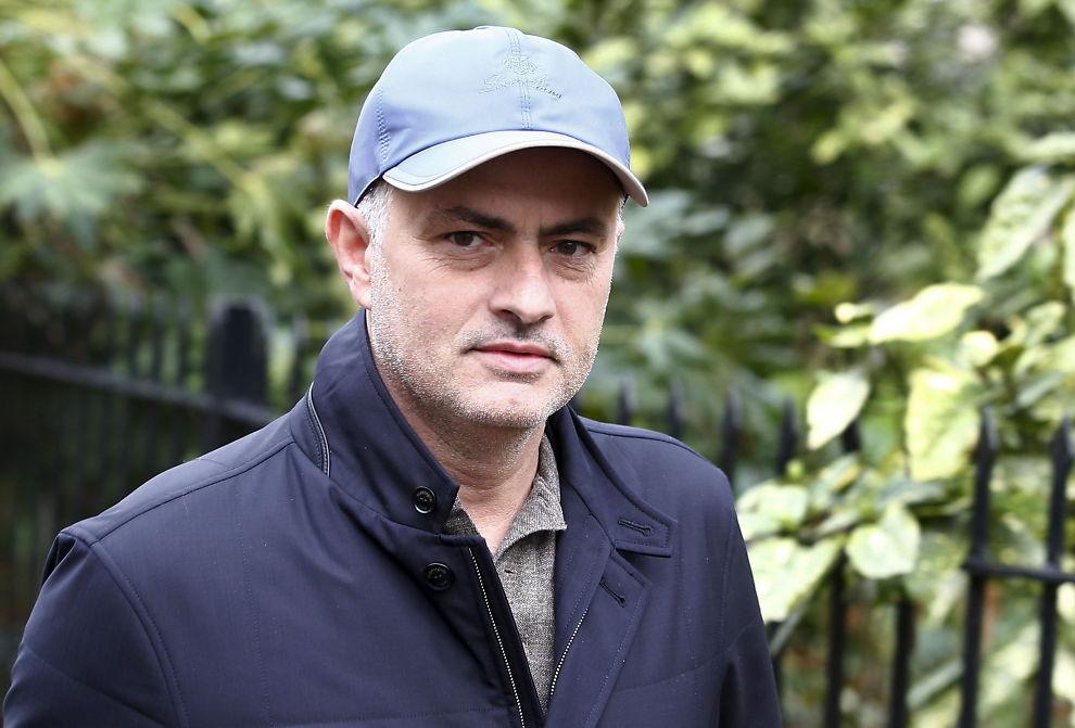 <p>BREVVENN: José Mourinho skal være svært lysten på å ta over Manchester United. Det skal ha kommet tydelig frem i et langt brev signert portugiseren. Her fra en gåtur i London før jul.</p>