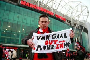 <p>KLAR FOR ET SKIFTE: Denne supporteren er klar for å bytte ut Louis van Gaal.</p>