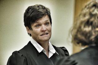 <p>FORSVARER: Advokat Mette Yvonne Larsen bistår voldstiltalte Jaysuma Saidy Ndure (32).</p>