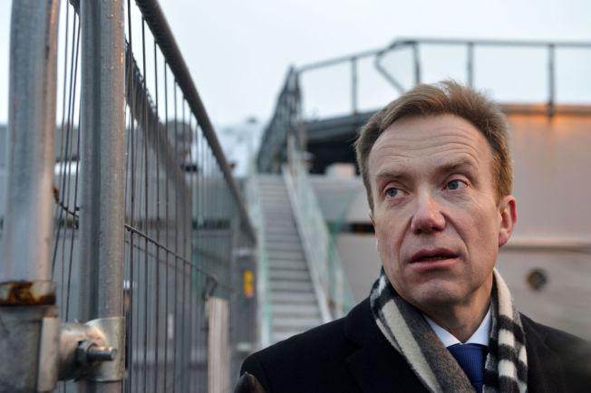 """I TROMSØ: Utenriksminister Børge Brende etter et besøk ombord på kystvaktskipet """"KV Svalbard"""" i Tromsø mandag."""