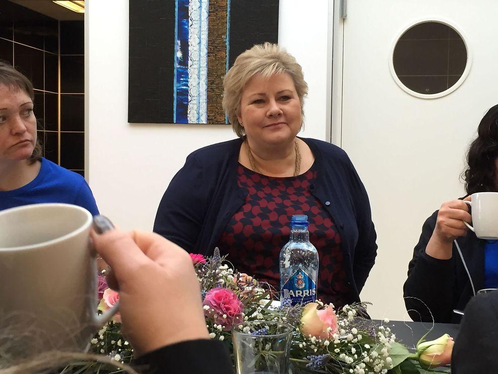 <p>UENIG MED RUSSLAND: Statsminister Erna Solberg besøkte tirsdag bedriften Toma i Trondheim, som skaffer jobb til folk som faller utenfor det ordinære arbeidslivet.</p>