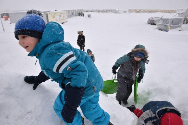 <p>MOTTAKSBARN: Ti barn bor for øyeblikket i Vestleiren. Flere av dem satte stor pris på snøværet tirsdag.</p>