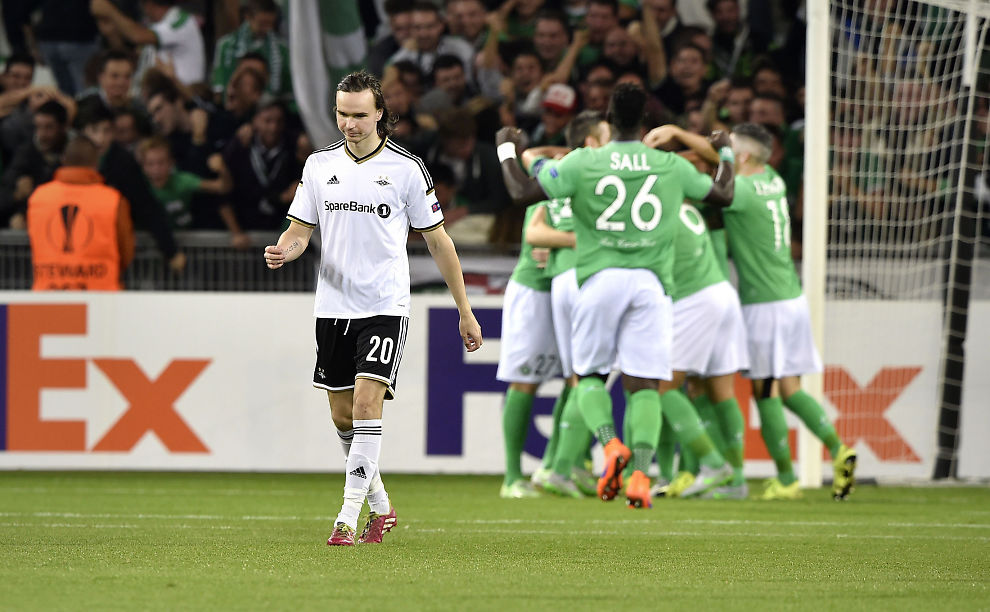 <p>FRA HVITT TIL GRØNT: Ole Selnæs depper etter St. Etienne-scoring i møtet mellom RBK og den franske klubben i Europa League i fjor høst.</p>