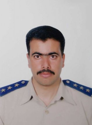 <p>FØR KRIGEN: Walid al-Mohammad var medlem av den syriske hæren, før han hoppet av og ble opprørskriger.<br/></p>