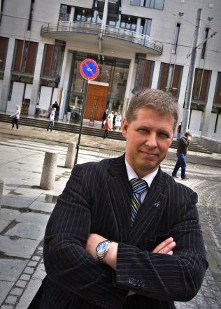 <p>KRITISK: President Curt A. Lier i Juristforbundet er skeptisk til offentlige granskninger, og spesielt den såkalte Wiersholm-granskningen av Monika-saken.</p>