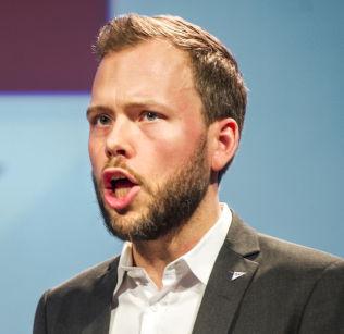 <p>ALENEGANG: SV-leder Audun Lysbakken sier farvel til det rødgrønne samarbeidet, og tror flere radikale velgere vil komme strømmende til partiet.</p>