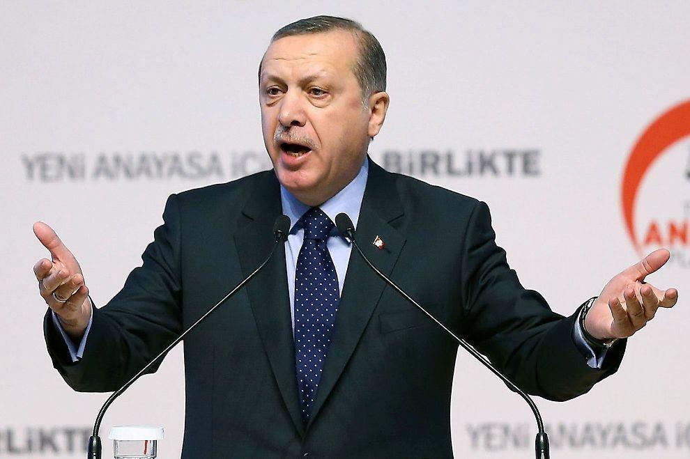 <p>RASLER MED SABLENE: Den tyrkiske presidenten Recep Tayyip Erdogan advarer Russland mot «alvorlige konsekvenser» dersom de fortsetter å krenke tyrkisk luftrom.</p>