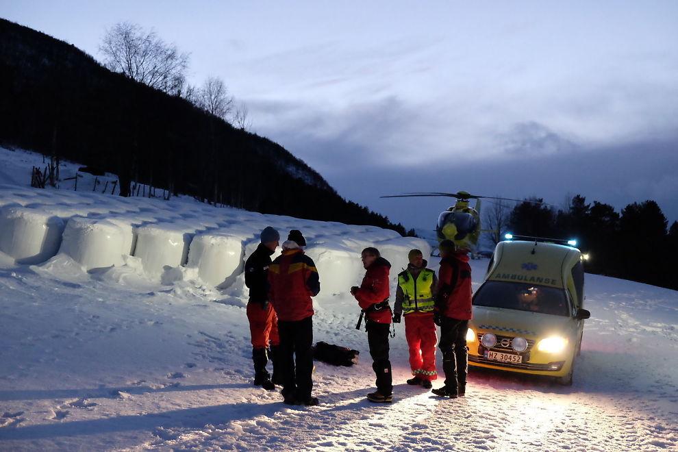 <p>TATT AV SKREDET: En tenåringsgutt ble gravd fram etter at han ble tatt av et snøskred i Vågå i Oppland søndag ettermiddag. Foto: Håkon Mosvold Larsen / NTB scanpix</p>