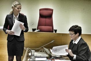 <p>ENIGE: Politiadvokat Camilla Ek Sørensen ved Øst politidistrikt (t.v.) og Ndure-forsvarer Mette Yvonne Larsen synes begge det var riktig å utsette straffesaken.</p>