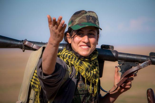 <p>MÅ HOLDE FORTET: En kvinnelig soldat fra kurdiske YPG nær al-Hawl i Syria - der kurderne har erobret store landområder. Offisielt får ikke kurdiske grupper lov til å delta i Geneve-forhandlingene.<br/></p>