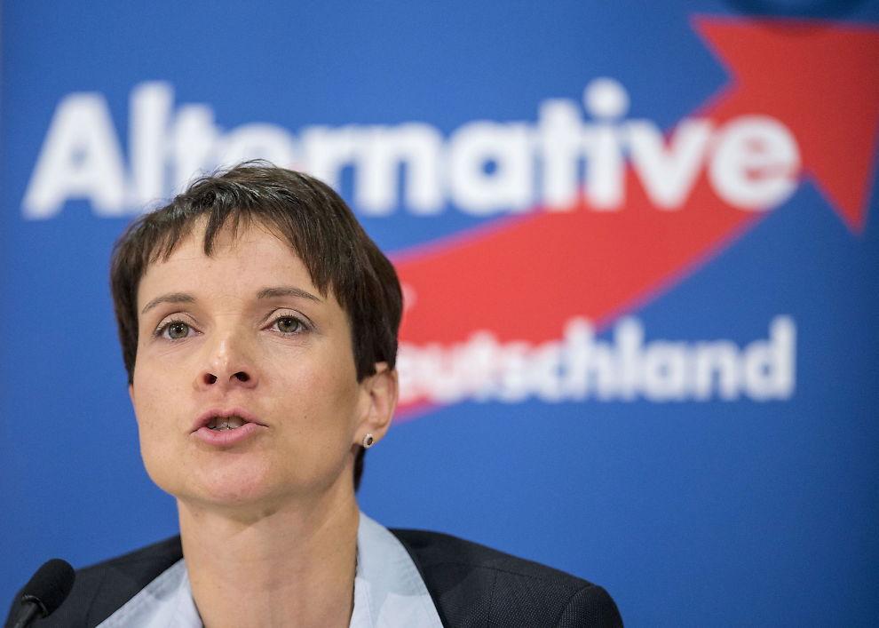 <p>POPULIST: Frauke Petry er partileder i Alternativ for Tyskland og ønsker en kraftig innskjerping av asyltilstrømningen. FOTO: REUTERS</p>