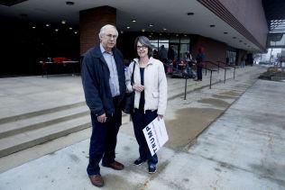 <p>USIKRE: Marvin og Teresa Fagerlind dro på Trump-valgmøte for å finne ut mer om hva han står for. De har ennå ikke bestemt seg for hvem som får deres stemme.</p>
