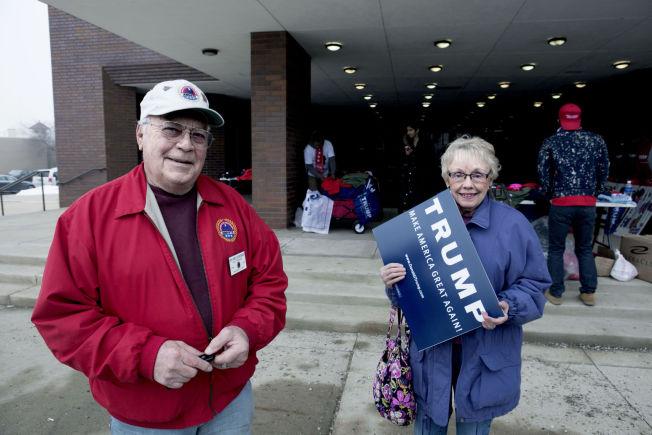 <p>STEMMER PÅ TRUMP: Ekteparet Donald Shellenberger og Charlene Conway er ikke i tvil: Donald Trump får deres stemmer.</p>