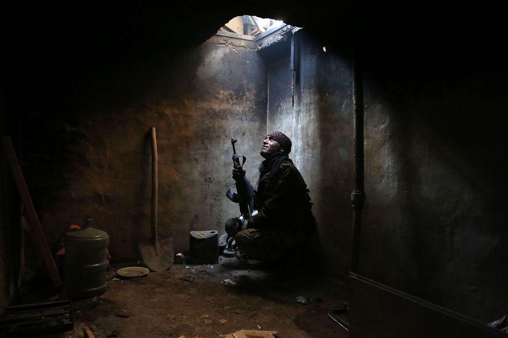 <p/><p>FEM ÅRS KAMP: En opprørskriger gjemmer seg i Arbeen i utkanten av Damaskus. Bildet er tatt i helgen.</p>