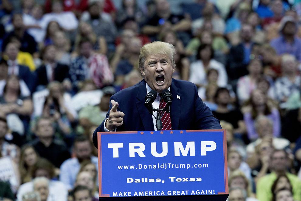 <p>FORBANNET: Donald Trump slår hardt ned på partifellen Ted Cruz, som vant det republikanske nominasjonsvalget i Iowa. Her er Trump avbildet på et valgmøte i Dallas i høst.</p>