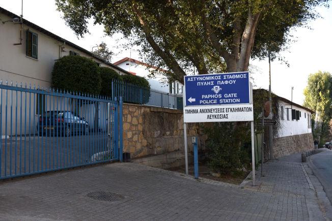 <p>AVHØRES HER: På det lokale kriminalpolitiets hovedkvarter i sentrum av Nicosia, blir de tre nordmennene avhørt en etter en - med væpnede vakter i avhørsrommet.</p>