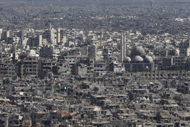 <p>RUINER: Slik så det ut i gamlebyen i Homs i begynnelsen av desember i fjor, da de siste opprørsstyrkene trakk seg ut av byen. Foto: Reuters<br/></p>