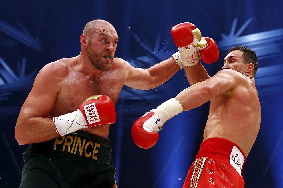 <p>REVANSJMØTE? Tyson Fury sliter med motivasjonen for å møte Vladimir Klitsjko igjen. Her fra tittelkampen den 28. november i fjor, der briten overraskende tok VM-titlene.</p>