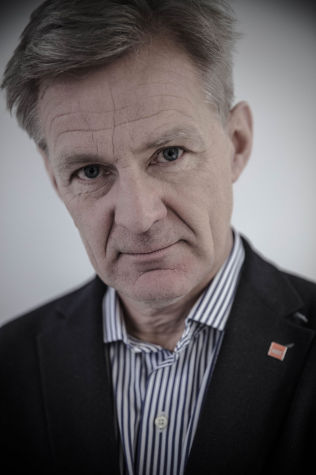 PARADOKS: Jan Egeland har deltatt både i fredsforhandlingene i Syria, og på donorkonferansen i London.