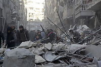 Titusener flykter fra Aleppo i frykt for beleiring