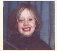 Adele deler barndomsbilde