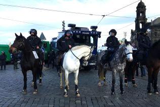 STORE STYRKER: Det er et stort oppbud av politi og sikkerhetsstyrker til stede i Dresden.