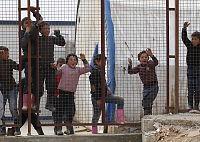Syriske flyktninger strømmer til Tyrkias grense