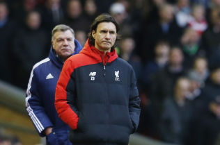 <p>Liverpool-trener Zeljko Buvac og Sunderland-manager Sam Allardyce underveis i kampen.</p>
