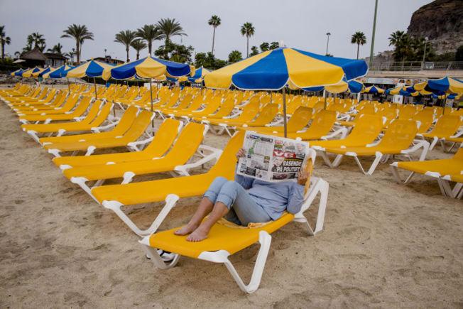 <p>KRONIKK I VG: På Gran Canaria er VG til salgs i de fleste strandkioskene. Ferieturistene kunne i gårsdagens avis lese at sosiolog Sanna Sarromaa mener ferieøya har et harrybelte av nordmenn med lav kulturell kapital og rølpete ølvaner. Foto: ANNEMOR LARSEN/VG<br/></p>