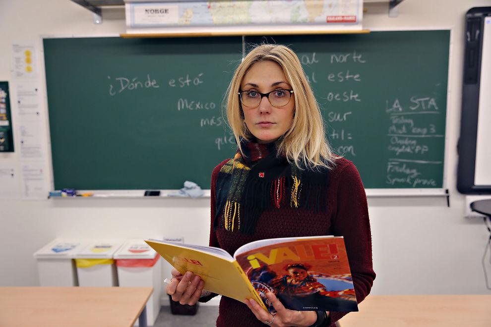 <p>KASTES UT: Amerikanske Elisabeth Fallon (30) er oppgitt over at hun ikke får lov til å fortsette arbeidet som lærer i Norge. Innen 26. februar i år må hun forlate Norge.</p>