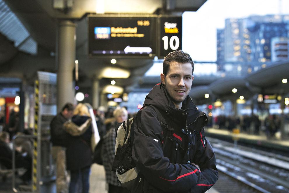 <p>TOGPENDLER: Anders Pettersen fra Skotbu i Akershus er stort sett fornøyd med toget – men irriterer seg over at NSB skryter av høy punktlighet når togene ikke går.</p>