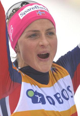 <p>TIDENES SEIER: Therese Johaug jubler etter seieren på tremila i Kollen.</p>