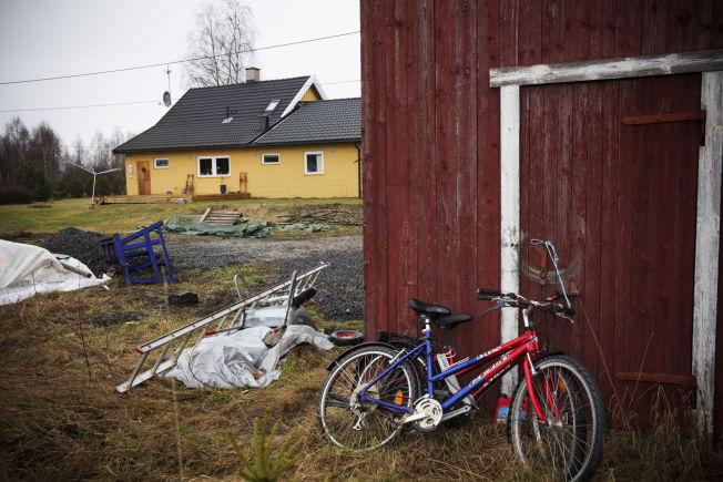 <p>PENGER I VEGGEN: I garasjen til Eirik Jensen på Skarnes fant etterforskerne kontanter bak en panlevegg.<br/></p>