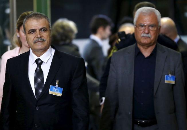 <p>DELTOK I SAMTALER: Asaad Al-Zoubi (t.v) i Genève 1.februar.</p>