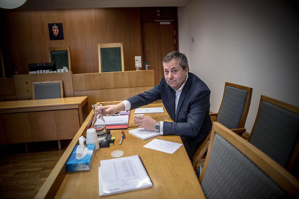 <p>VAR SIN EGEN ADVOKAT: Arve Juritzen og hans forlag, Juritzen forlag, har ikke råd til advokat i saken mot Interpress og stilte derfor uten i Oslo Tingrett.</p>