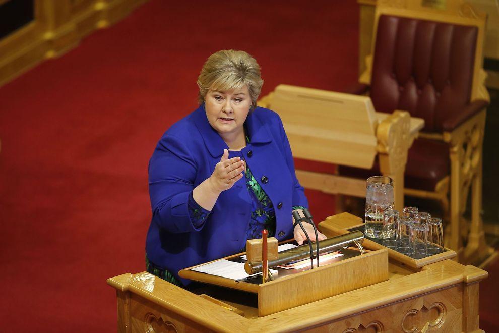 ANGREPET: Statsminister Erna Solberg (H) under den muntlige spørretimen i Stortinget onsdag.
