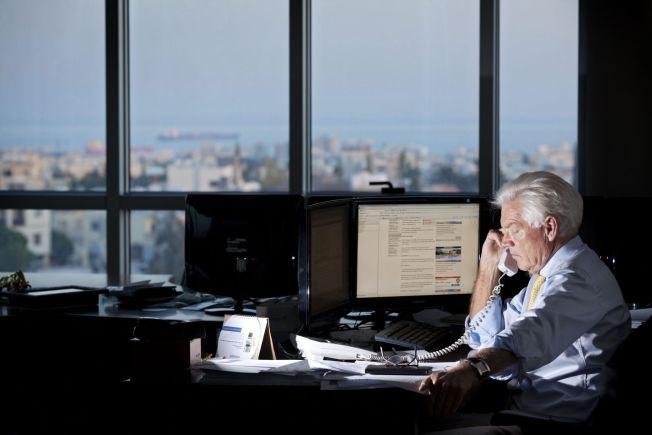 <p>OPPTATT: Her er Arne Treholt avbildet på kontoret på Kypros i 2010. Den spiondømte forretningsmannen har uttalt at jobb gir ham et meningsfullt liv.</p>