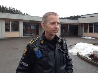 <p>INNSATSLEDER: Kjell Iveland fra politiet forteller at de satte igang redningsaksjon.</p>