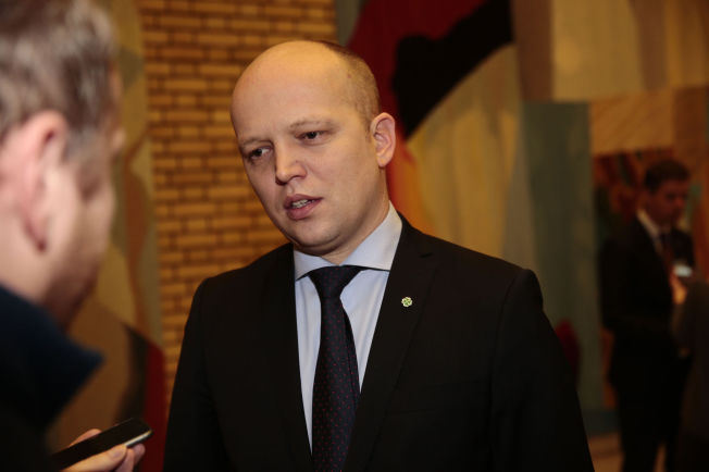 <p>OVERRASKET: Trygve Slagvold Vedum mener det er uklokt av Venstre å slakte Listhaugs forslag til asylinnstramming.</p>
